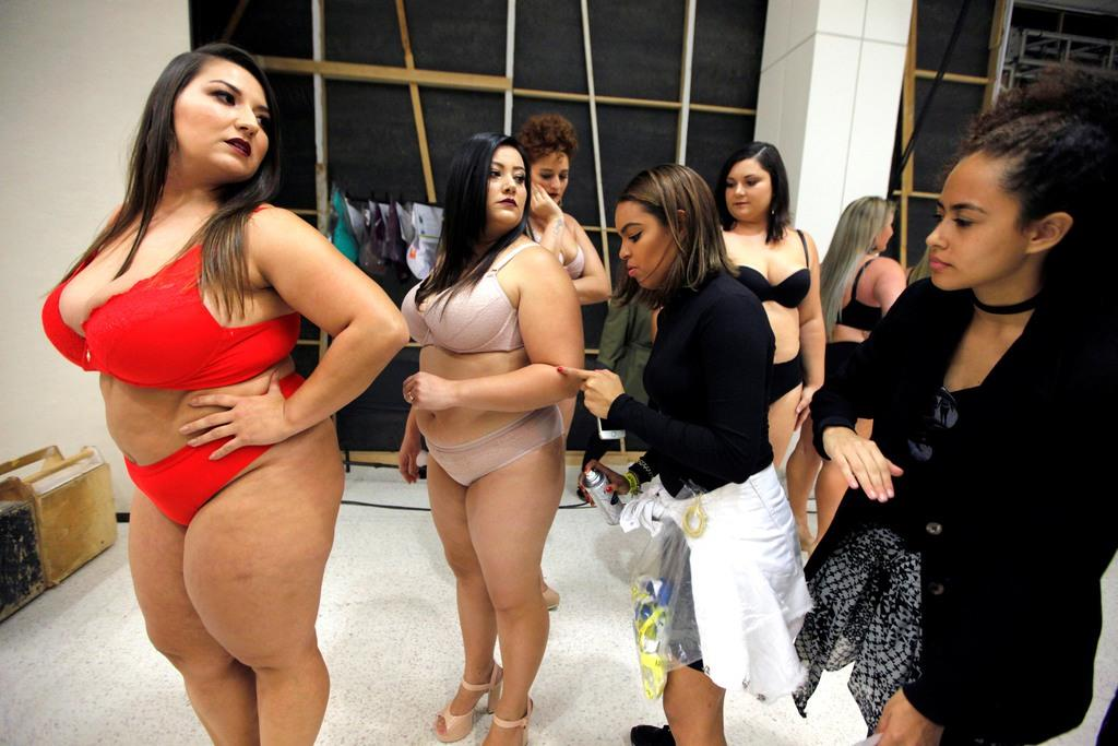 Models prepare backstage before Vislumbre show during Fashion Weekend Plus Size in Sao Paulo, Brazil, March 19, 2017. REUTERS/Paulo Whitaker