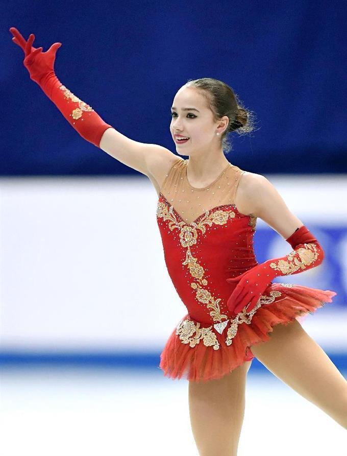 フィギュアスケートの世界ジュニア選手権女子で初優勝したロシアのアリーナ・ザギトワ