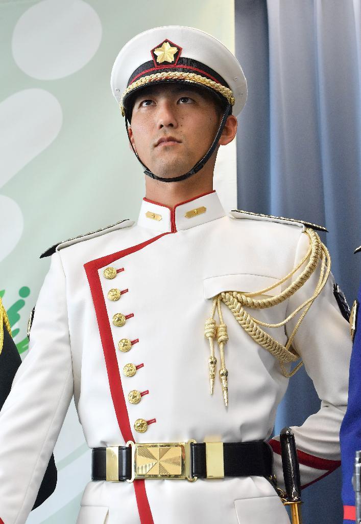 産経フォト特別儀仗服52年ぶり刷新 陸自象徴の緑から紺へ