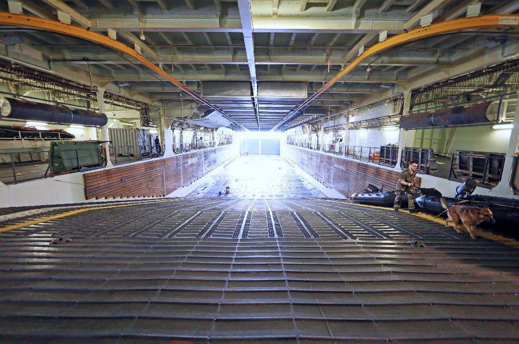 【軍事】フランス海軍の強襲揚陸艦「ミストラル」が佐世保基地に入港 日本、英国、米国の部隊を乗せ初の4カ国共同訓練へ★3 [無断転載禁止]©2ch.netYouTube動画>12本 ->画像>171枚