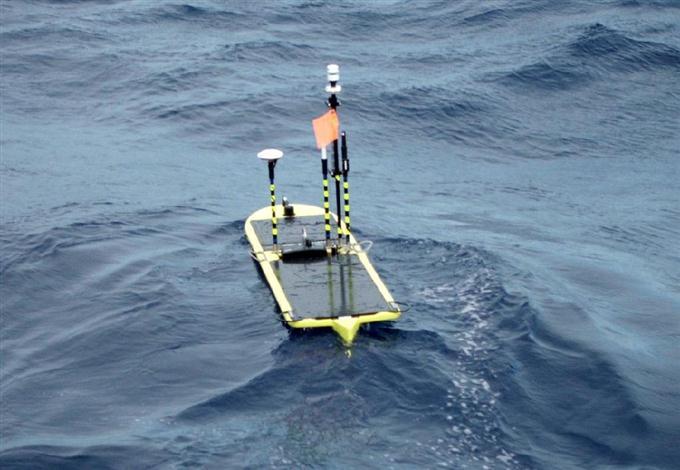 海洋権益確保へ新調査 無人船を...