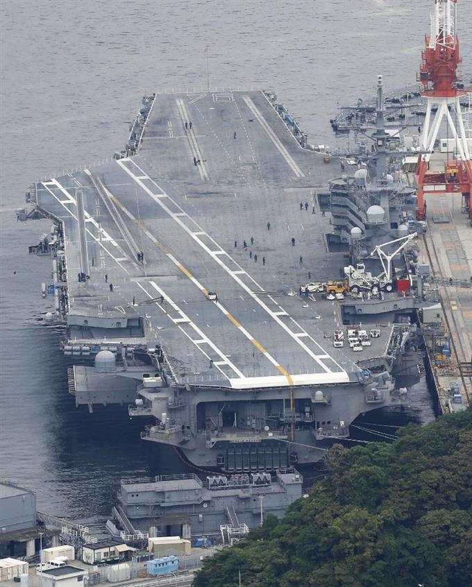 米原子力空母が横須賀出港 R・レ...