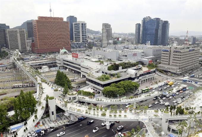 ついに開通!ソウル駅を東西に結ぶ遊歩道 …