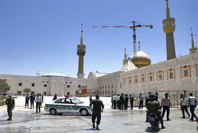 イランで同時テロ12人死亡 国会...