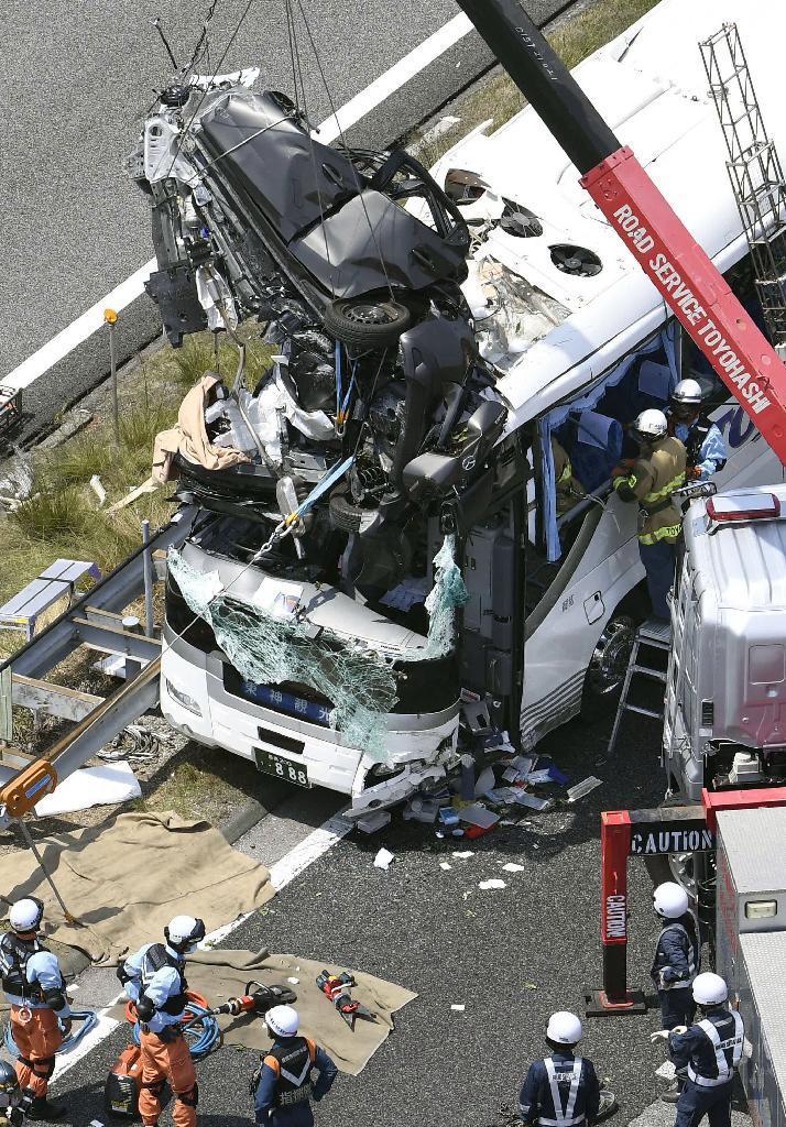 【愛知】東名高速バス事故 ドライブレコーダー動画公開 車が空を飛ぶ ★6 [無断転載禁止]©2ch.netYouTube動画>8本 dailymotion>1本 ->画像>57枚