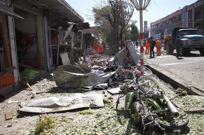 首都で自爆テロ、35人死亡 アフ...