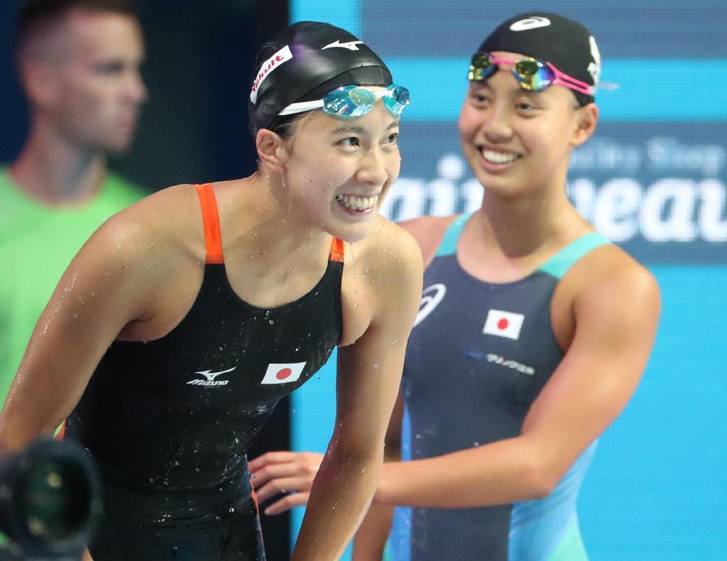 大橋悠依 競泳 女子200メートル個人メドレー決勝で2位となり、観客席に向かっ