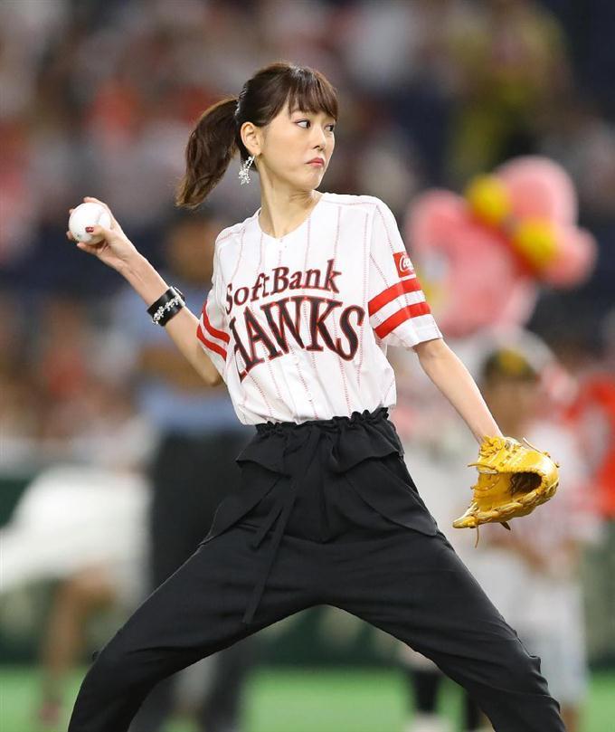 始球式の桐谷美玲