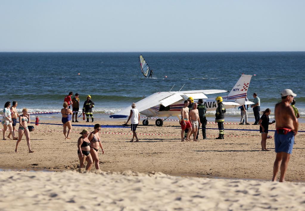 ビーチで日光浴中の8歳女児が飛行機に轢かれて死亡(´;ω;`) [無断転載禁止]©2ch.netYouTube動画>1本 ->画像>4枚