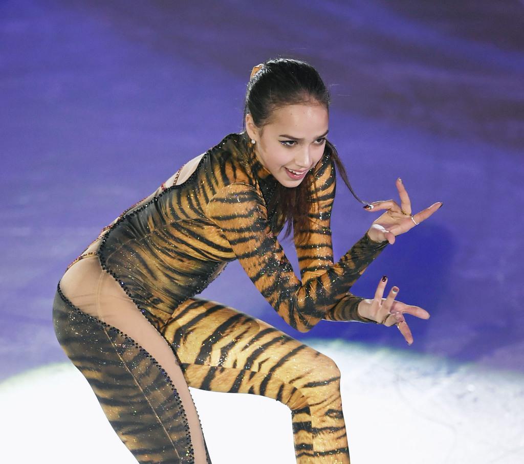 エキシビションで演技するアリーナ・ザギトワ=北京(共同)