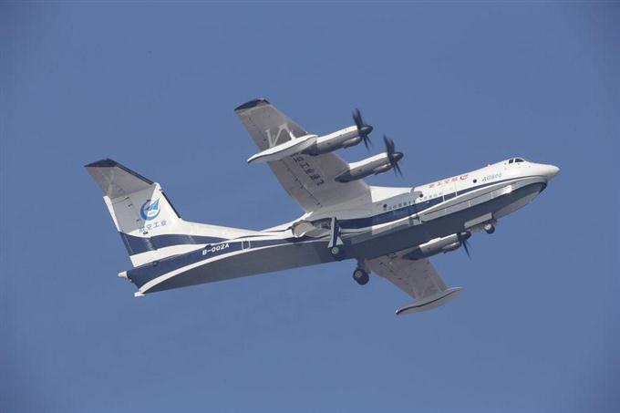 世界最大の水陸両用機 初飛行 中...