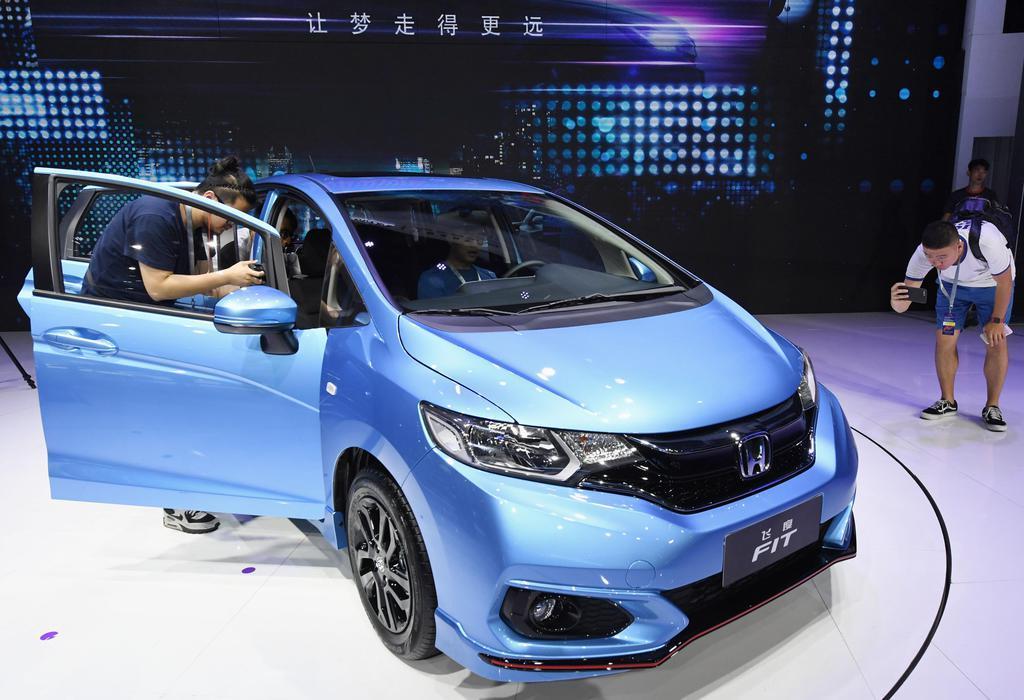 「広州国際モーターショー」で展示されるホンダの車=2017年11月、中国広東省(共同)