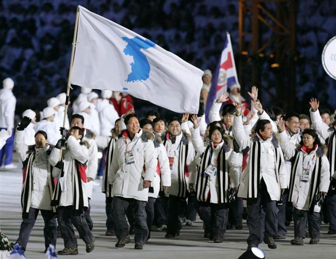 統一旗」巡り韓国内対立 合同行...