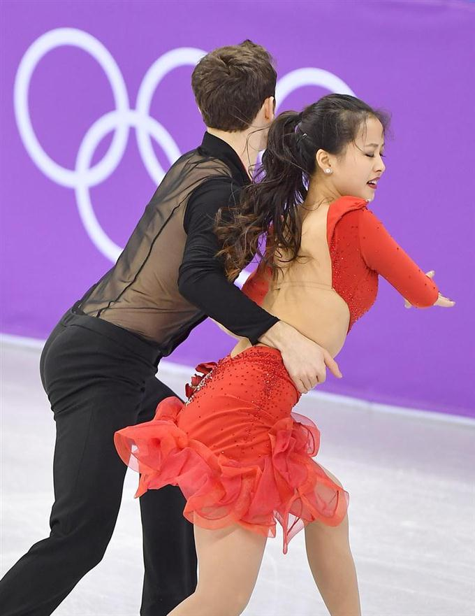 フィギュアスケート団体のアイスダンスに登場した韓国ペア。演技中に閔