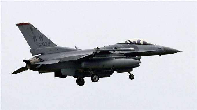 米軍機が「超低空飛行」 ネット...