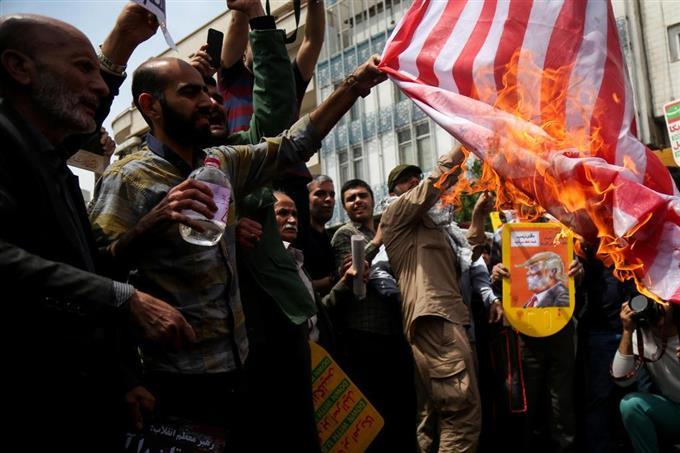 核合意離脱で反米抗議デモ イラン全土、星条旗に火 - 読んで見フォト ...