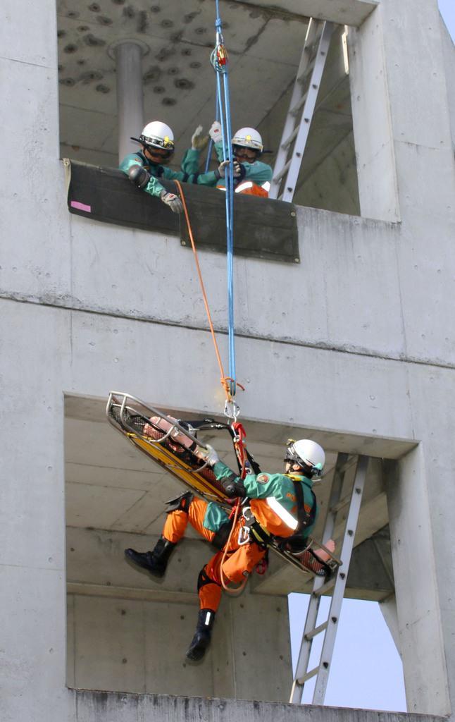 新施設の災害訓練公開 警視庁、...
