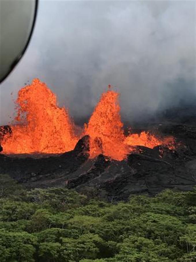 ハワイ島で再び爆発的噴火 キラ...