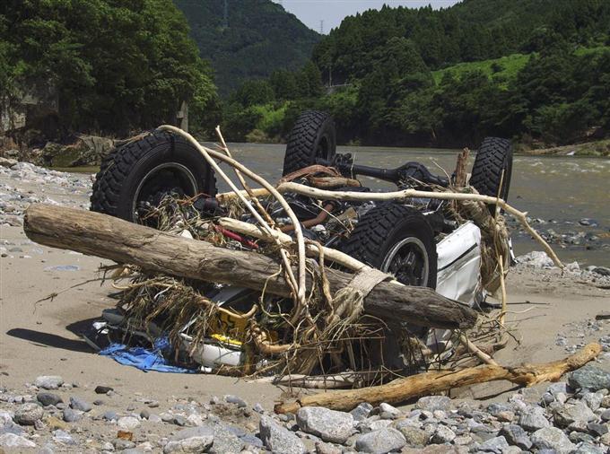 【社会】群馬で現金を奪い逃走中の元警部補の車か 富山市で発見 激しく破損 ->画像>6枚
