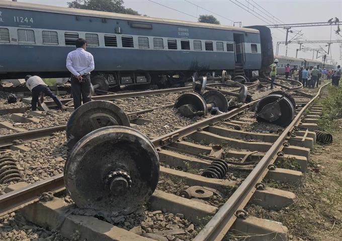 インドで脱線、7人死亡 - 読んで...