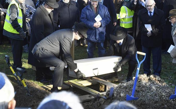 虐殺 ユダヤ 人 「400万人」から「150万人」に訂正された「アウシュヴィッツ記念碑」