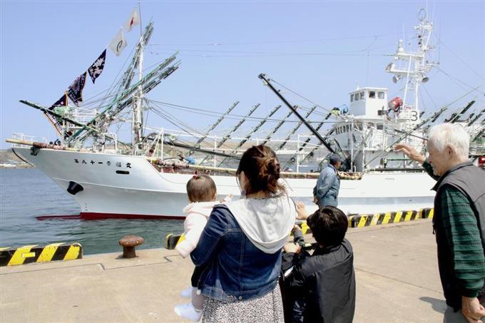 サンマ船、公海漁へ出港 水揚げ日本一の根室市 - サッと見ニュース ...