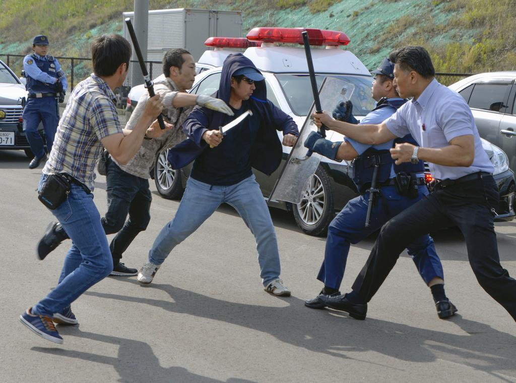 産経フォト県境駐在所襲撃想定し訓練 愛知、静岡両県警