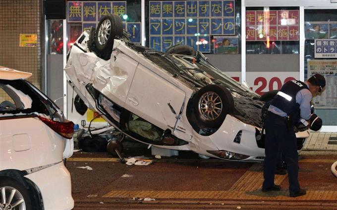 歩道に車、数人巻き込まれ 福岡、車道事故弾みで - 読んで見 ...