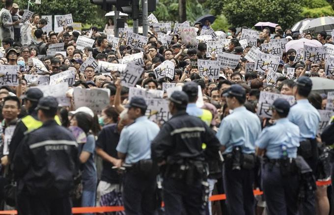 産経フォト「学生守れ」教師らがデモ 香港、警察の暴力批判サイトナビゲーション「学生守れ」教師らがデモ 香港、警察の暴力批判PRPRスゴい!もっと見る瞬間ランキングもっと見るPRPRRICOH THETAが記憶する景色PRPR産経スペシャル今週のトピックス話題のランキング
