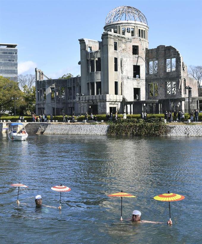 日本泳法の技、華麗に披露 広島、聖火リレーに採用