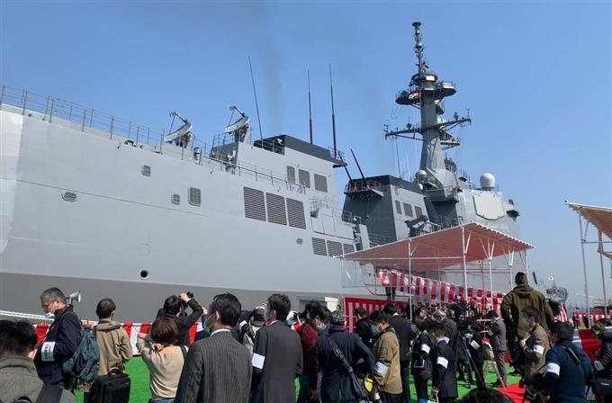 海上自衛隊に引き渡されるイージス護衛艦「まや」=19日午前、横浜市磯子区(後藤徹二撮影)