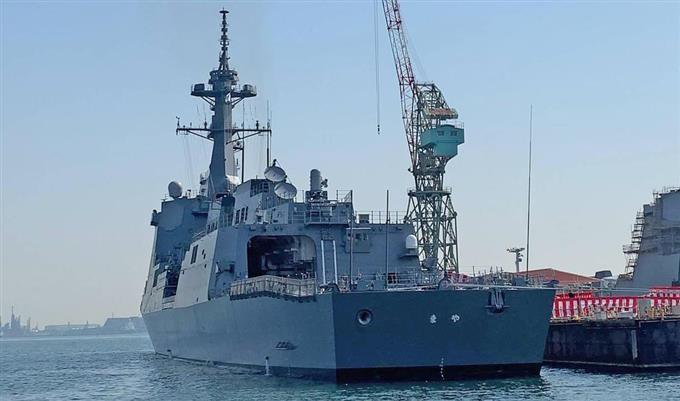 海上自衛隊に引き渡されるイージス護衛艦「まや」=19日午前、横浜市磯子区