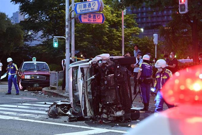 パトカー追跡の車が事故 4人重軽傷、京都 - 読んで見フォト - 産経フォト