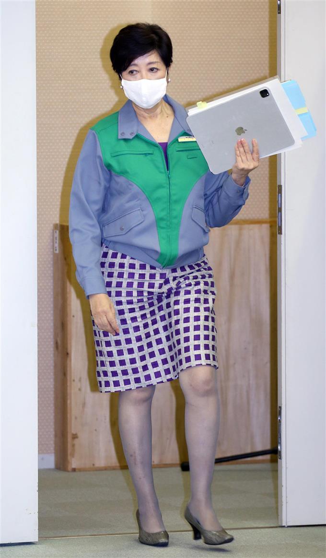 小池 百合子 ミニ スカート