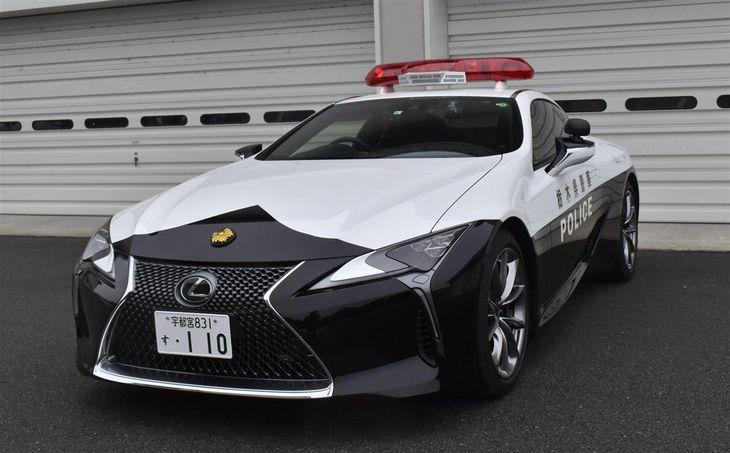 栃木県警へ寄贈されたレクサスLC500のパトカー=宇都宮市野沢町の県警機動センター(根本和哉撮影)