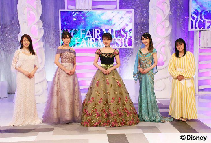 プリンセスならではの衣装で登場する(左から)桜井日奈子、TRUE、三森すずこ、サラ・オレイン、清水美依紗(フジテレビ提供)