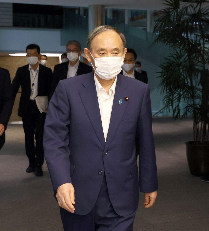 菅義偉首相=3日午後、首相官邸(春名中撮影)