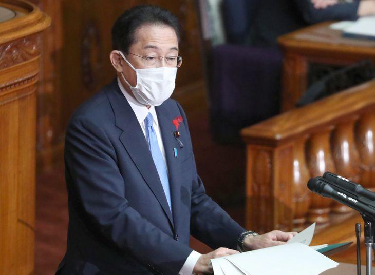 参院本会議の代表質問に答弁する岸田文雄首相=12日午前、国会(矢島康弘撮影)