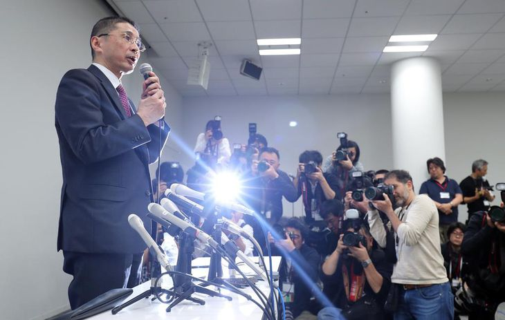 日産自動車のカルロス・ゴーン会長が逮捕され、本社で記者会見する西川広人社長=19日午後、横浜市西区