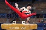 男子種目別決勝のあん馬に臨む萱和磨=1日、有明体操競技場(川口良介撮影)