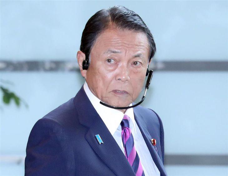麻生太郎副総理兼財務相=16日午前、首相官邸(春名中撮影)