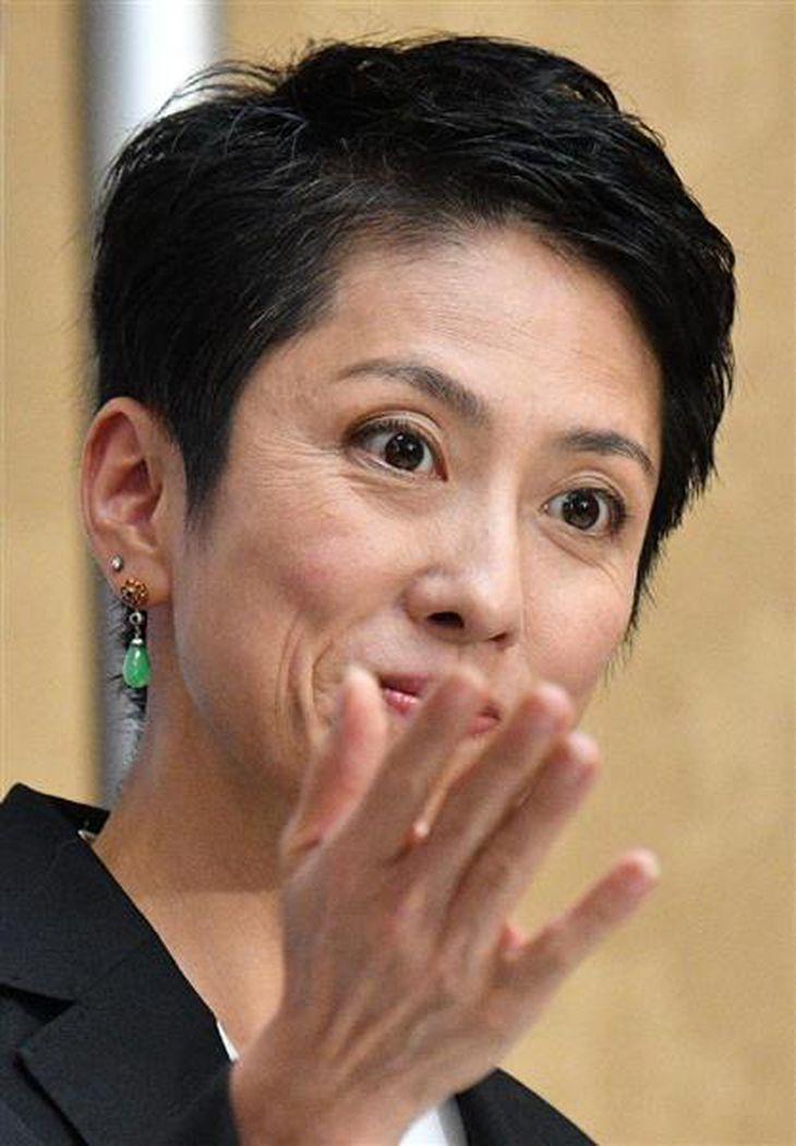 記者会見する民進党の蓮舫代表=6日午後、国会内(斎藤良雄撮影)