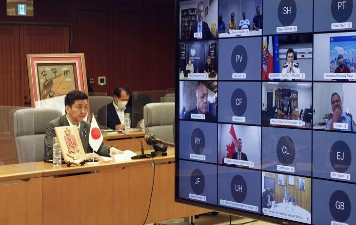 日本と太平洋島しょ国の国防相のオンライン会合に出席する岸防衛相=2日午前、防衛省