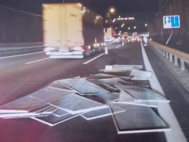 滋賀県内、高速道路の落下物年間5千件 県警注意呼びかけ