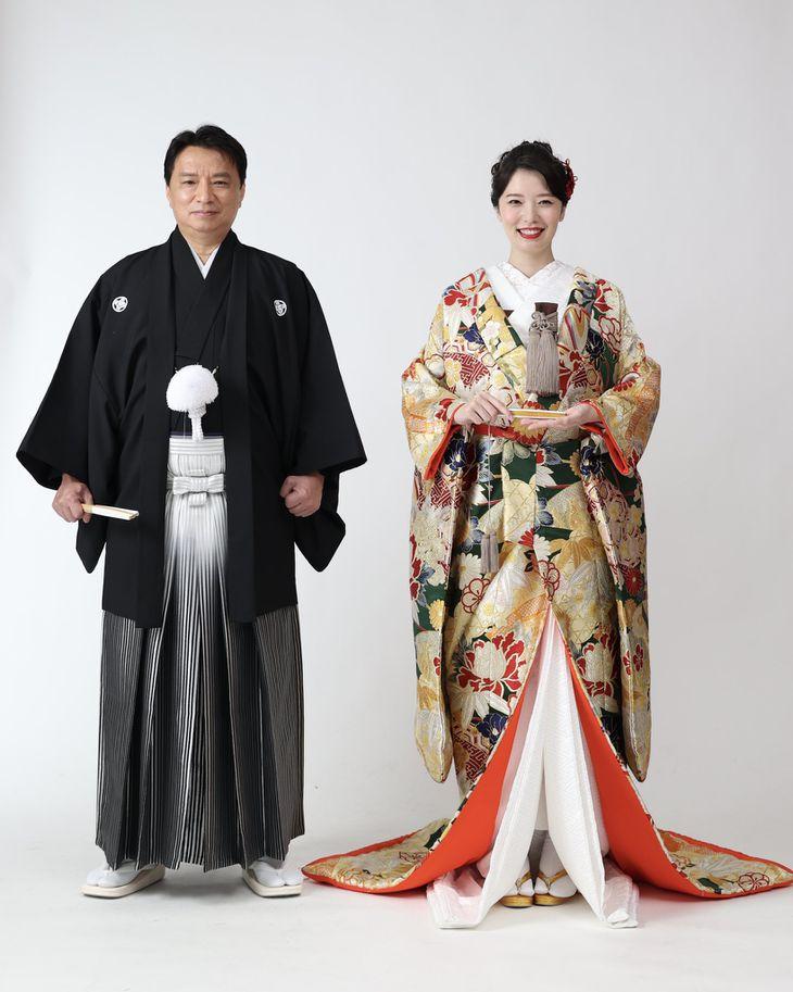 友寄蓮がTwitterにて公開した結婚報告の写真