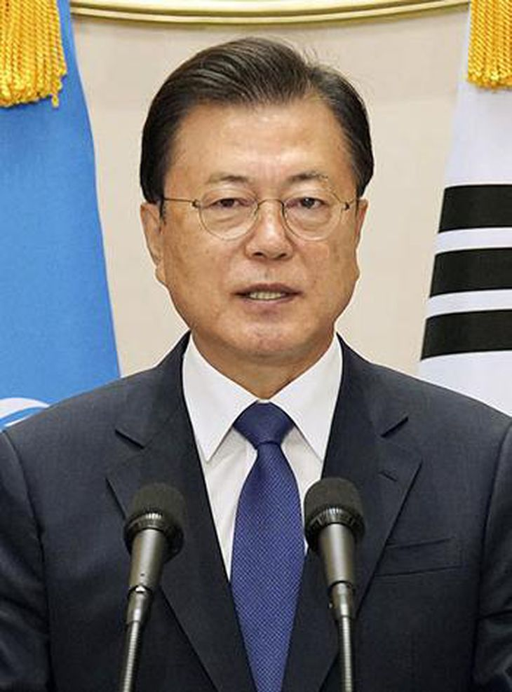 父親が「親日」だと野党から指摘された文大統領(韓国大統領府提供・共同)