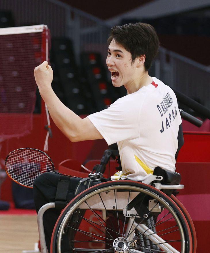 男子シングルス(車いすWH2)準決勝 韓国選手に勝利し、喜ぶ梶原大暉=国立代々木競技場