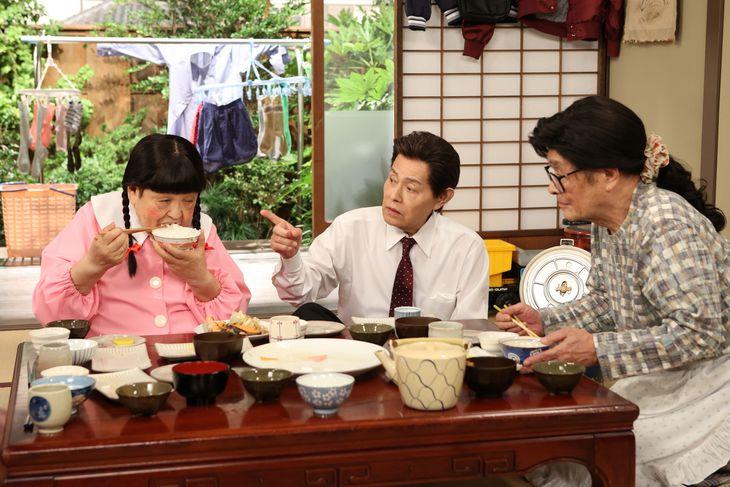 コント「お父さんの定年」の(左から)高木ブー、加藤茶、仲本工事(C)フジテレビ