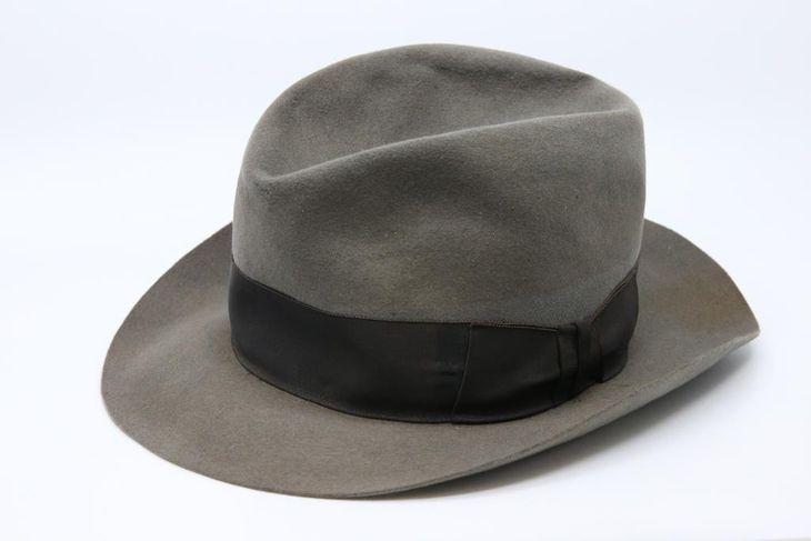 世耕弘一氏が愛用した帽子(近畿大学所蔵)