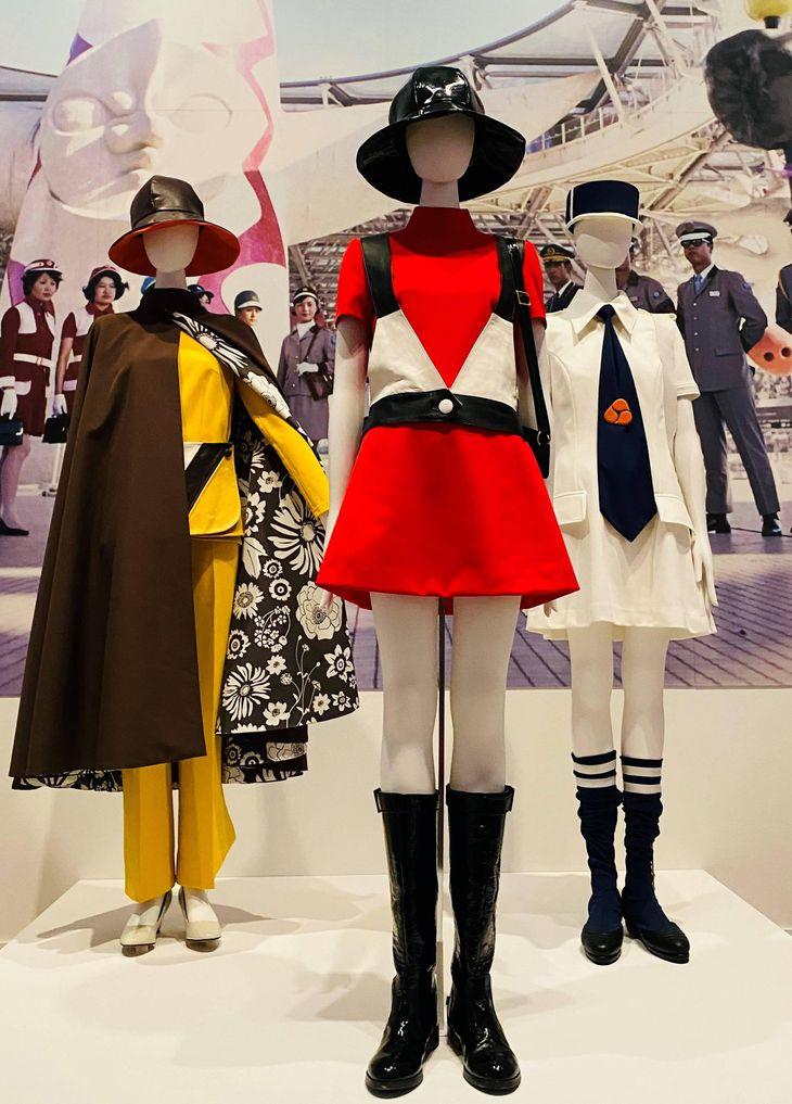 大阪万博で担当した3つのユニホーム。左からタカラ・ビューティリオン、ペプシ館、生活産業館(国立新美術館で開催中の企画展「ファッション イン ジャパン 1945-2020―流行と社会」から)